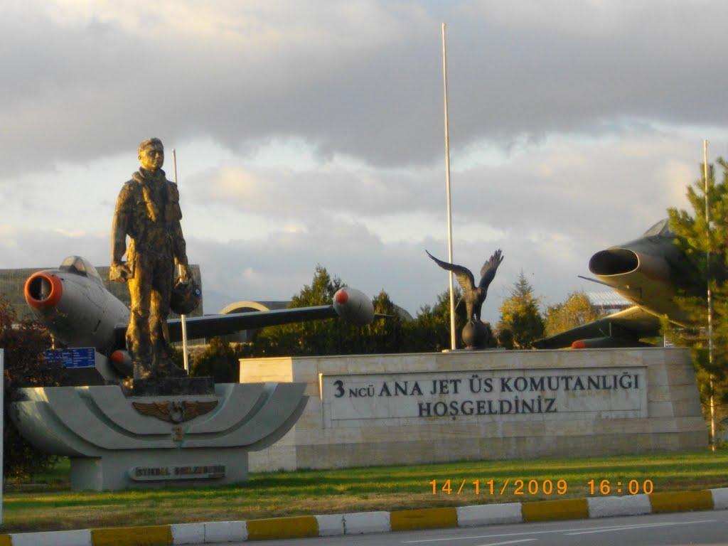 A katonai reptér bejárata (fotó: Adnan Afzal Raja)